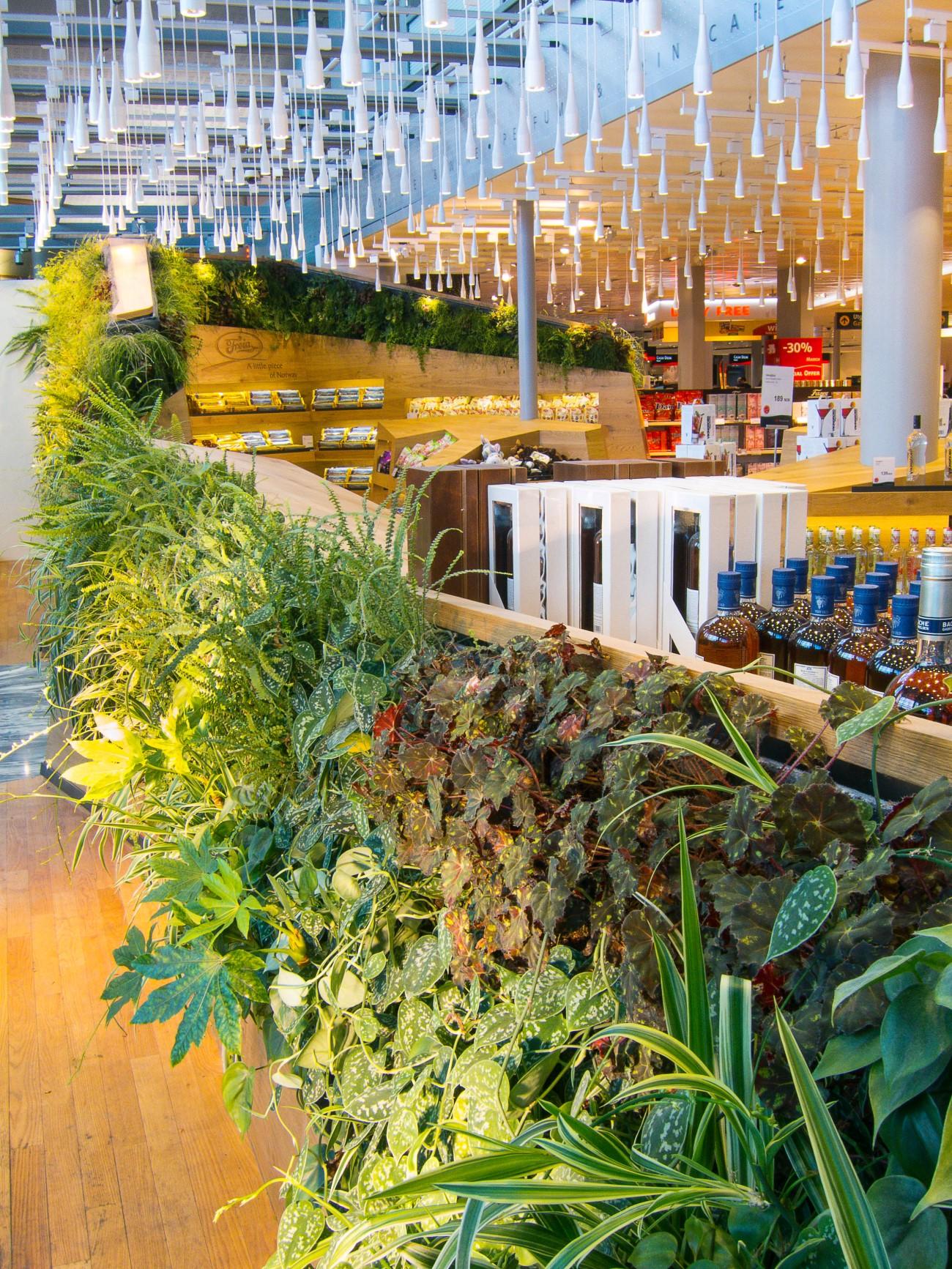 Verticale plantenwand als inrichting van winkel